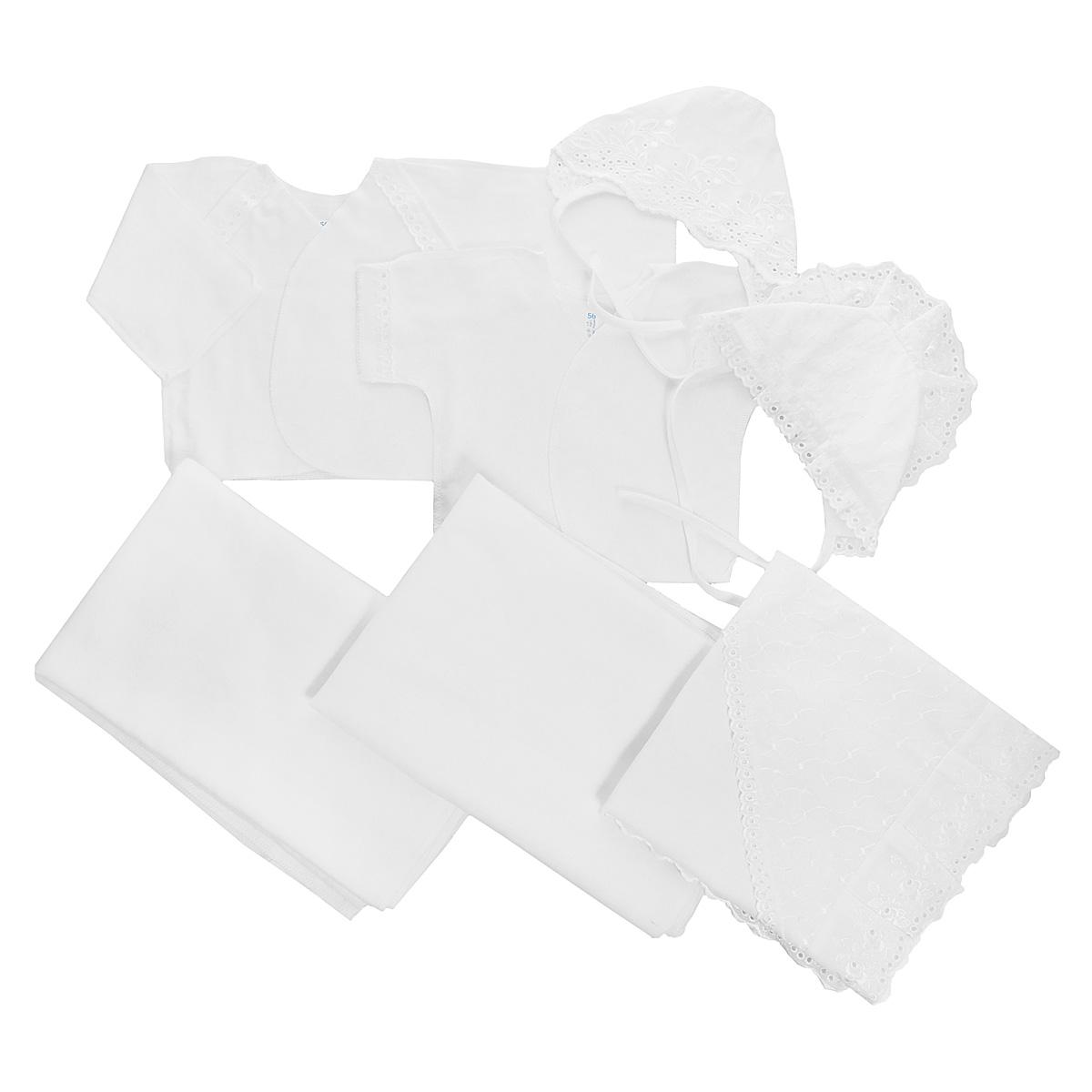Комплект для новорожденного Трон-Плюс, 7 предметов, цвет: белый. 3403. Размер 56, 1 месяц3403Комплект для новорожденного Трон-плюс - это замечательный подарок, который прекрасно подойдет для первых дней жизни малыша. Комплект состоит из двух распашонок, двух чепчиков, уголка и двух пеленок. Комплект изготовлен из натурального хлопка, благодаря чему он необычайно мягкий и приятный на ощупь, не сковывает движения младенца и позволяет коже дышать, не раздражает даже самую нежную и чувствительную кожу ребенка, обеспечивая ему наибольший комфорт. Легкая распашонка с короткими рукавами выполнена швами наружу. Изделие украшено вышивкой, а рукава декорированы ажурными рюшами.Теплая распашонка с запахом выполнена швами наружу. Декорирована распашонка ажурными рюшами. Чепчик защищает еще не заросший родничок, щадит чувствительный слух малыша, прикрывая ушки, и предохраняет от теплопотерь. Комплект содержит два чепчика: один - легкий мягкий чепчик с завязками выполнен швами наружу и украшен вышивками, а второй - теплый чепчик выполнен из футера швами наружу и украшен вышивкой и ажурными рюшами. Очаровательный уголок, выполненный из натурального хлопка и украшенный кружевом, необычайно мягкий и легкий, не раздражает нежную кожу ребенка и хорошо вентилируется, а эластичные швы приятны телу младенца. Уголок обеспечивает вашему ребенку комфорт! Пеленка станет незаменимым помощником в деле ухода за ребенком. В комплект входят две пеленки: легкая из мадаполама и теплая из футера. В таком комплекте ваш малыш будет чувствовать себя комфортно, уютно и всегда будет в центре внимания!