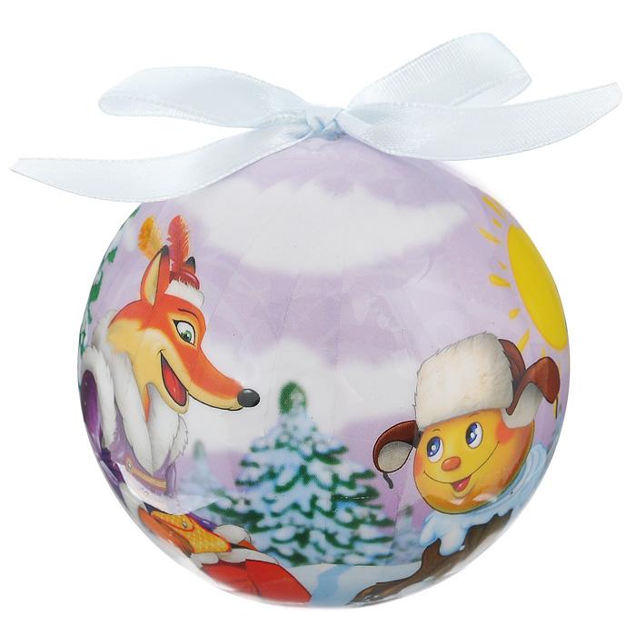 Елочное украшение Шар. Колобок, диаметр 10 см. 2034420344Оригинальное подвесное украшение Шар. Колобок прекрасно подойдет для праздничного декора новогодней ели. Украшение, выполненное из пластмассы, оформлено красочным изображением колобка и хитрой лисички. Благодаря плотному корпусу изделие никогда не разобьется, поэтому вы можете быть уверены, что оно прослужит вам долгие годы. С помощью атласной ленточки голубого цвета украшение можно повесить на праздничную елку. Елочная игрушка - символ Нового года. Она несет в себе волшебство и красоту праздника. Создайте в своем доме атмосферу веселья и радости, украшая новогоднюю елку нарядными игрушками, которые будут из года в год накапливать теплоту воспоминаний. Характеристики:Материал: пластмасса (вспененный полистирол), текстиль. Диаметр шара: 10 см. Размер упаковки: 11 см х 11 см х 15 см. Производитель: Россия. Изготовитель: Китай. Артикул: 20344.