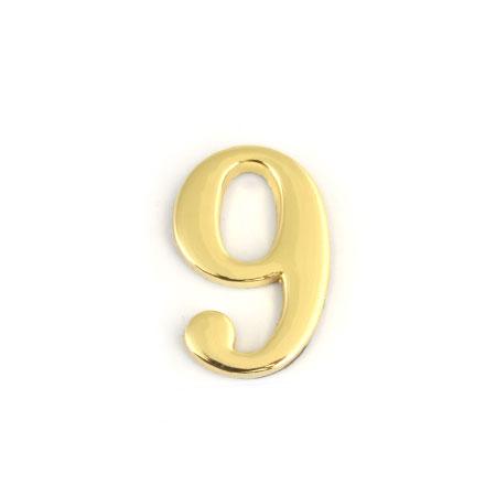 Цифра для обозначения номера квартиры 9, цвет: золотистый67299Цифра 9 для обозначения номера квартиры выполнена из золотистого металла. Устанавливается с помощью липкого слоя, нанесенного на обратную сторону изделия. Характеристики: Материал: металл. Цвет: золотистый. Размер цифры: 2,8 см х 4,3 см х 0,5 см. Размер упаковки: 12 см х 6 см х 0,7 см. Артикул: 67299.