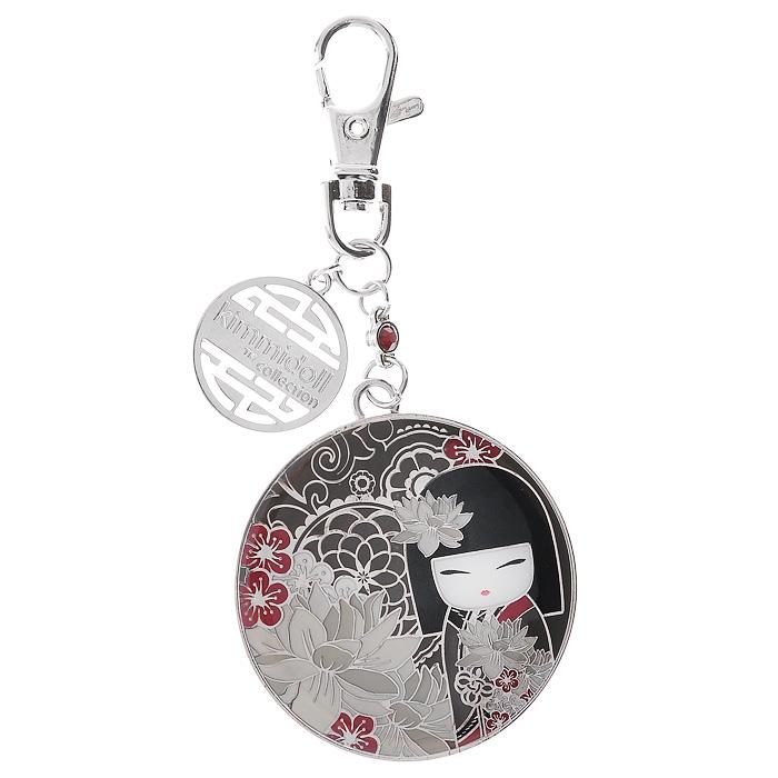 Карманное зеркало-брелок Kimmidoll Тацуми (Лидерство). KF0843KF0843Карманное зеркало-брелок Kimmidoll Тацуми (Лидерство) выполнено из металла, с внешней стороны украшено рисунком очаровательной куколки Тацуми. На оборотной стороне имеется зеркальце. Зеркало-брелок, украшенное дополнительной подвеской и стразом, поместится практически в любую косметичку, кармашек или клатч. Также его можно одеть на ключи или сумочку. Изделие упаковано в подарочную коробку. Карманное зеркальце-брелок с застежкой-карабином - необычный и очень приятный подарок подруге, маме или коллеге.Привет, меня зовут Тацуми! Мой дух напористый и убедительный. Ваше сильное лидерское качество и способность вести за собой других - призывает мой дух. Пусть ваши усилия всегда приносят результат и благополучие в вашу жизнь и в жизни тех, кто вам помогает. Характеристики: Материал: металл, зеркало, стразы. Длина зеркала-брелока (с учетом карабина): 11 см. Диаметр зеркала-брелока: 5 см. Размер упаковки: 14 см х 9,5 см х 2 см. Производитель:Китай. Артикул: KF0843.
