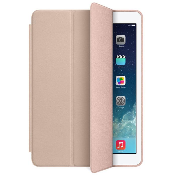 Apple iPad Smart Case чехол для iPad Air, BeigeMF048ZM/AЧехол Apple iPad Smart Case для iPad Air защищает дисплей и заднюю панель устройства. При этом планшет остаётся таким же тонким и лёгким.Чехол Smart Case изготовлен из великолепной анилиновой кожи и доступен в шести изысканных цветах. Его мягкая подкладка из микрофибры помогает поддерживать экран в чистоте. При открытии чехла iPad Air автоматически выходит из режима сна, а при закрытии моментально возвращается в режим сна.Продуманная конструкция чехла позволяет сложить его и превратить в идеальную подставку для общения в FaceTime и просмотра фильмов. Чехол Smart Case также может служить подставкой для набора текста. Сложите его, чтобы установить iPad Air под удобным углом наклона.