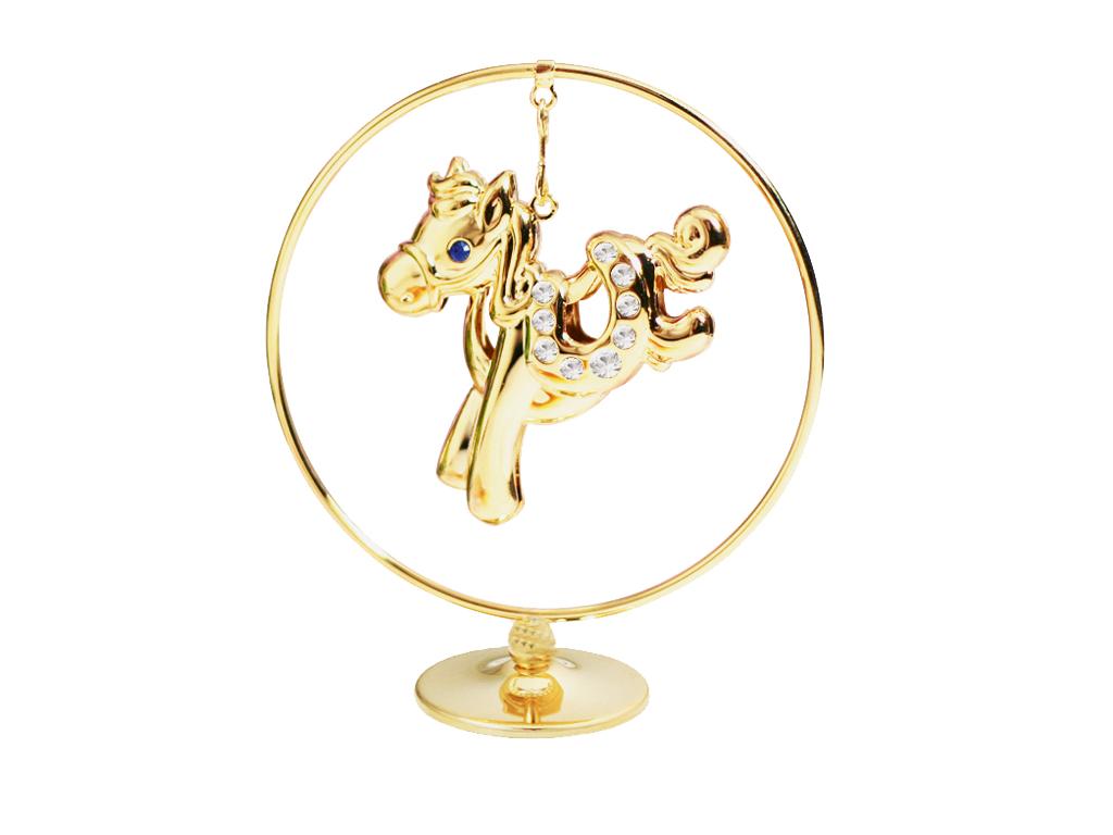 Фигурка декоративная Crystocraft Лошадка, цвет: золотистый. U0401-105-GC1U0401-105-GC1Декоративная фигурка Crystocraft Лошадка выполнена из высококачественной стали в виде лошадки, оформленной кристаллами Swarovski. Фигурка будет вас радовать и достойно украсит интерьер вашего дома или офиса. Вы можете поставить украшение в любом месте, где оно будет удачно смотреться и радовать глаз. Кроме того, эта фигурка - отличный вариант подарка для ваших близких и друзей. Характеристики: Материал:сталь, кристаллы Swarovski. Размер фигурки: 7 см х 8,5 см х 3 см. Размер упаковки: 7,5 см х 10 см х 5 см. Производитель: Китай. Артикул: U0401-105-GC1. Более чем 30 лет назад компания Crystocraft выросла из ведущего производителя в перспективную торговую марку, которая задает тенденцию благодаря безупречному чувству красоты и стиля. Компания создает изящные, качественные, яркие сувениры, декорированные кристаллами Swarovski различных размеров и оттенков, сочетающие в себе превосходное мастерство обработки металлов и самое высокое качество кристаллов.