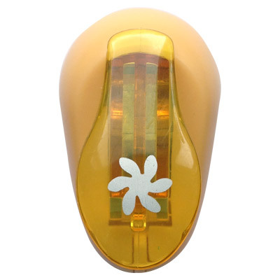 Дырокол фигурный Hobbyboom Цветок-завиток, цвет: желтый, №255, диаметр 1 смCD-99XS-255Компостер для фигурных прорезей Hobbyboom Цветок-завиток выполнен из высококачественного пластика иметалла. Используется в скрапбукинге, для украшения открыток, карточек, коробочек и так далее. Рисунокпрорези указан на ручке дырокола. Используется для прорезания фигурных отверстий в бумаге. Вырезанный элемент также можно использовать дляукрашения. Предназначен для бумаги определенной плотности - до 140 г/м2. При применении на бумаге большей плотностиили на картоне, дырокол быстро затупится. Чтобы заточить нож компостера, нужно прокомпостировать самуютонкую наждачку. Чтобы смазать режущий механизм - парафинированнную бумагу. Материал: пластик, металл. Размер готовой фигурки: 1 см.