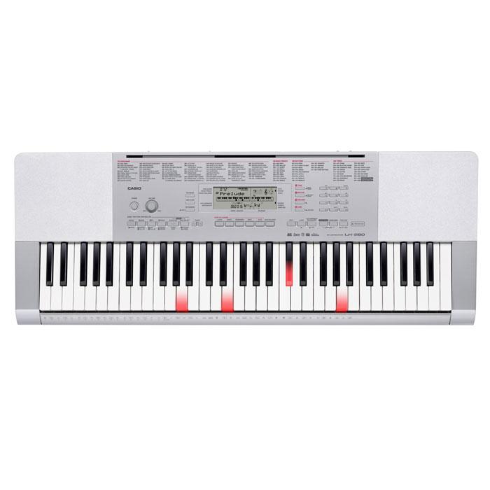 Casio LK-280 синтезаторLK-280Когда обучаешься чему-то новому, самое важное - это грамотный и чуткий наставник. Поэтому всем, кто захочет постичь азы музыки, ее магию и красоту, придется по вкусу новая модель - LK 280 - с 61 клавишей фортепианного типа, чувствительностью к касанию и подсветкой клавиатуры. В данном инструменте присутствует широчайший набор функций - от новой пошаговой системы обучения и SD слота для загрузки новых композиций до высококачественного звукового процессора AHL с 48-нотной полифонией и возможности создания собственных звуков (сэмплирования). Также в арсенале инструмента секвенсор (5 песен по 6 дорожек), возможность загрузки песен (до 10-ти), цифровые эффекты, авто гармонизатор, арпеджиатор, редактор стилей и многое другое.