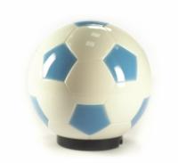 Открывалка для бутылок Футбольный мяч, цвет: белый, голубой003520Открывалка для бутылок, выполненная в виде футбольного мяча, займет достойное место среди аксессуаров на Вашей кухне и позволит Вам открыть любую бутылку без особого труда. Поместите открывалку на бутылку и нажмите на мяч - бутылка открыта! Открывалка выполнена из пластика. Характеристики: Диаметр открывалки: 7,5 см. Материал:пластик. Размер упаковки: 8 см х 8 см х 8 см. Производитель:Китай. Артикул:003520.