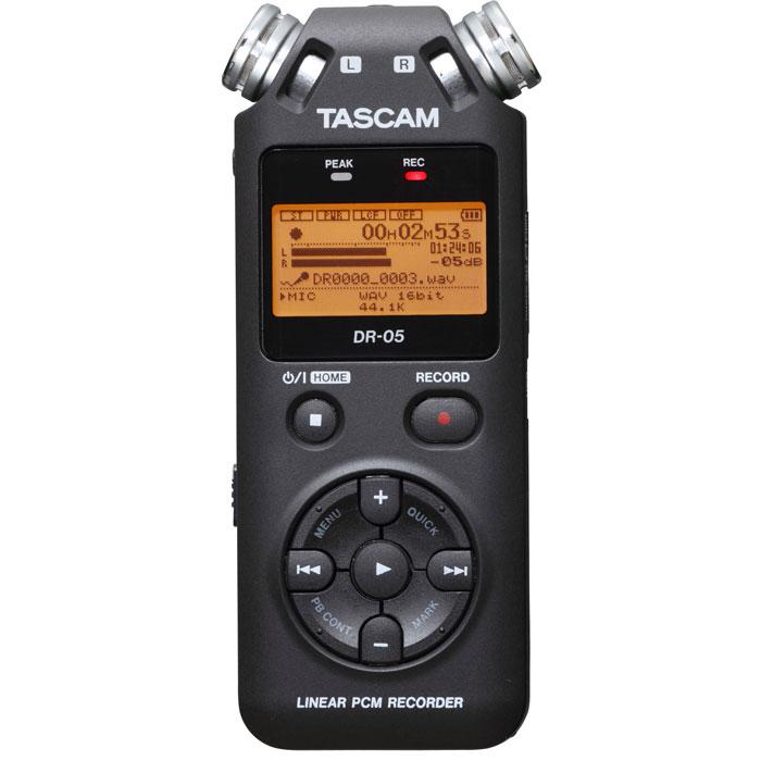 Tascam DR-05 диктофонDR-05Tascam DR-05 - портативный стерео диктофон с записью на микро SD или микро SDHC в формате MP3 или WAV(BWF), с разрядностью до 24 бит и частотой дискретизации до 96 кГц. Оснащен двумя встроенными конденсаторными микрофонами, хроматическим тюнером и портом USB 2.0.