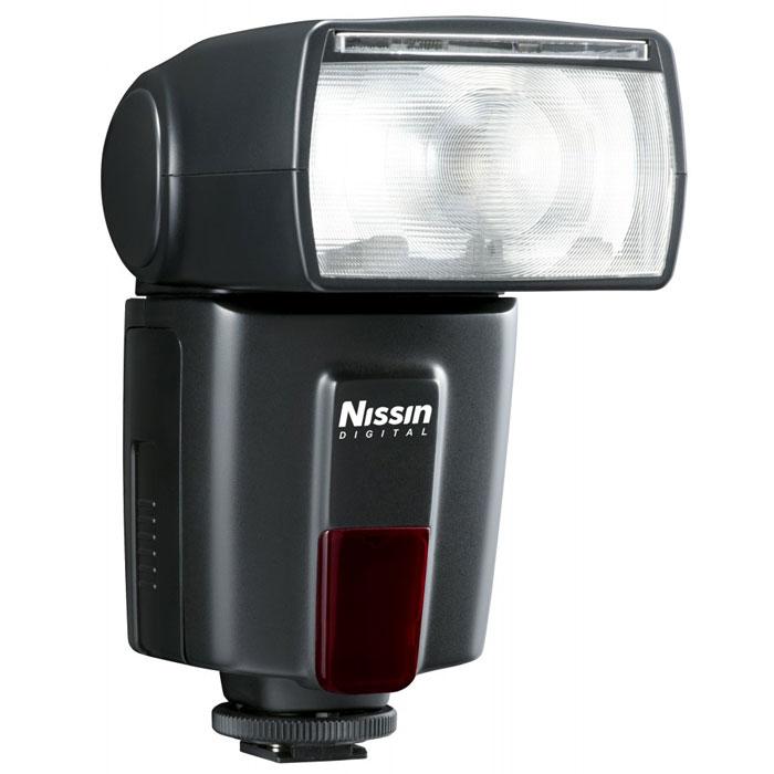 Nissin Di600 фотовспышка для Canon E-TTL/ E-TTL IIDi600CФотовспышка Nissin Di600 для Canon E-TTL/ E-TTL II - это новый стандарт качества и функционала вспышек эконом-класса.Козырем вспышек Nissin всегда была высокая мощность, а закономерным минусом – большая, чем у маломощных аналогов, скорость перезарядки. В модели Di600 проблема благополучно решена: компания улучшила систему защиты от перегрева, и тем самым сократила время на перезарядку до 5 секунд. Мощность же вспышки осталась на высоте: ведущее число (дальнобойность) – 44 метра (ISO 100), 62 метра (ISO 200). Естественно, для управления таким мощным световым потоком требуется хорошее зумирование. В модели Di600 угол рассеивания света регулируется в диапазоне фокусного расстояния от 24 мм до 105 мм. Улучшения коснулись также маневренности головы вспышки: она поворачивается на 90 градусов по горизонтали влево и 180 градусов вправо, а по вертикали – вверх на 90 градусов. Панель управления Di600 унаследовала все лучшие решения от предыдущих моделей вспышек Nissin, в том числе шкалу индикаторов мощности.