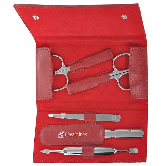 Zwilling Маникюрный набор Inox, цвет: красный, 5 предметов. 97436-00397436-003Маникюрный набор Zwilling Inox, состоит из 5 предметов: ножниц для ногтей, ножниц для кутикулы, скошенного пинцета, пилочки для ногтей и двойного инструмента для отодвигания кутикулы и чистки под ногтями. Инструменты изготовлены из высококачественной нержавеющей стали и хранятся в футляре красного цвета из натуральной кожи, закрывающимся небольшим клапаном на металлические кнопки.Уход: Инструменты предохранять от падения на пол. Время от времени смазывать чистым маслом область соединения, винт, внутреннюю часть и режущие кромки кусачек и ножниц. Использовать только по назначению! Затачивать инструменты у специалиста. Хранить в недоступном для детей месте. Характеристики:Материал: нержавеющая сталь. Длина ножниц для ногтей: 9,5 см. Длина ножниц для кутикулы: 9,5 см. Длина пинцета: 9 см. Общая длина пилочки: 12,5 см. Длина пилящей поверхности: 8 см. Длина маникюрного инструмента: 12 см. Материал футляра: металл, натуральная кожа. Размер футляра (ДШВ): 14 см х 7 см х 2,5 см. Размер упаковки (ДШВ): 16,3 см х 9 см х 3 см. Производитель: Вьетнам. Артикул: 97436-003. Товар сертифицирован.