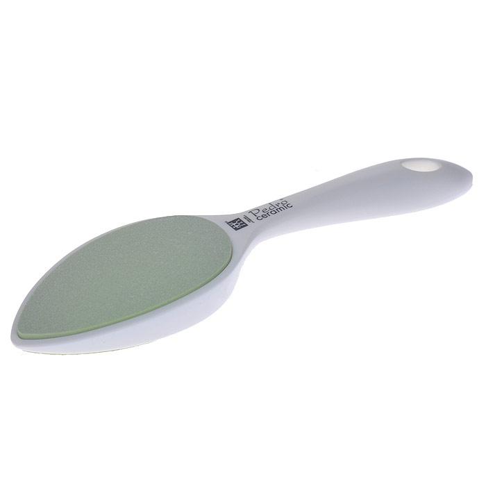 Zwilling Шлифовка для огрубевшей кожи, керамическая, цвет: белый. 78716-00178716-001Керамическая шлифовка для огрубевшей кожи Zwilling изготовлена из керамики и пластика. Предназначена для удаления мозолей и огрубевшей кожи на ступнях. Шлифовка имеет грубую и мелкую шероховатые керамические поверхности, которые долгое время остаются острыми и не представляют никакой опасности, даже для диабетиков.Уход: Инструмент предохранять от падения на пол. Использовать только по назначению! Хранить в недоступном для детей месте. Характеристики: Материал: керамика. Длина: 23 см. Размер упаковки (ДШВ): 25,5 см х 7 см х 3 см. Производитель: Германия. Артикул:78716-001. Товар сертифицирован.
