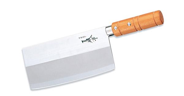 """Кухонный топорик """"Tojiro"""" выполнен из высококачественной  нержавеющей стали Sus420J2. Широкое лезвие позволяет  быстро измельчать зелень и нарезать овощи, а также  разрубать кости. Лезвие обладает высокой прочностью и  устойчиво к коррозии. Удобная круглая рукоятка выполнена из  дерева.  Правила эксплуатации:  - Хранить нож следует в сухом месте.  - После использования, промойте нож теплой водой и  протрите насухо.  - Оставление ножа в загрязненном состоянии может  привести к образованию коррозии.  Запрещается:  - Мыть нож в посудомоечной машине.  - Хранить ножи в одной емкости со столовыми приборами.   - Резать на твердых поверхностях: каменных столешницах,  керамических тарелках, акриловых досках.  - Запрещается нецелевое использование ножа: вскрывать  консервные банки, разрезать кости, скоблить твердые  поверхности, резать замороженные продукты.  Правка производится легкими движениями на водном камне  или мусате.  Заточка ножа - сложный технологический процесс,  должен производиться профессионалом на специальном  оборудовании. Услуга по заточке ножа предоставляется  специалистами компании «Тоджиро».   Характеристики:   Материал: нержавеющая сталь, дерево. Длина  лезвия: 17,5 см. Ширина лезвия: 8,5 см. Общая  длина топорика: 29 см. Размер упаковки: 11 см х 33 см х  3 см. Артикул: FA-70. Уважаемые клиенты!  В случае несоблюдения правил эксплуатации, нож не  подлежит гарантийному обслуживанию."""