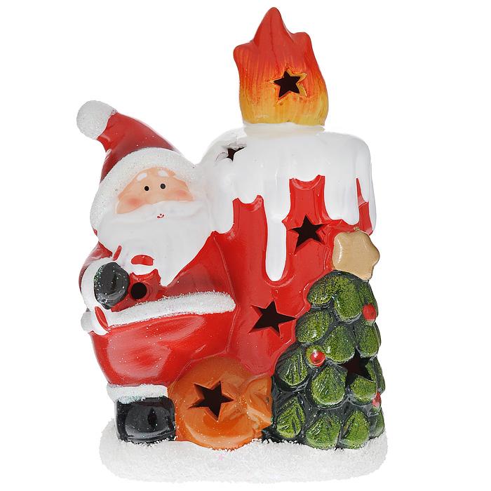 Новогоднее украшение Дед Мороз со свечкой, с подсветкой. 7422674226Новогоднее украшение из керамики Дед Мороз со свечкой с подсветкой украсит интерьер, создаст теплую и уютную атмосферу праздника. На лицевой стороне украшения имеются декоративные отверстия, благодаря которым домик будет светиться изнутри разными цветами при включении подсветки (переключатель находится на нижней панели фигурки).Новогодние украшения всегда несут в себе волшебство и красоту праздника. Создайте в своем доме атмосферу тепла, веселья и радости, украшая его всей семьей. Характеристики:Материал: керамика. Цвет: зеленый, красный. Размер украшения: 17,5 см х 11 см х 7,5 см. Размер упаковки: 18 см х 12 см х 8 см. Изготовитель: Китай. Артикул: 74226. Работает от двух батареек типоразмера AG13 (входят в комплект).