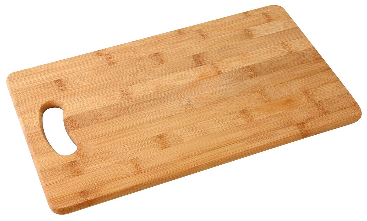 """Доска разделочная """"Fackelmann"""", изготовленная из натурального бамбука, идеально впишется в интерьер современной кухни. Каждая хозяйка знает, что разделочная доска - это незаменимый и очень полезный аксессуар на каждой кухне. Доска обладает ярким и стильным дизайном, изготовлена из высококачественных материалов, экологична, безопасна для здоровья, не впитывает запахи. Доска оснащена удобной ручкой. Характеристики:  Материал: бамбук. Размер разделочной доски: 38 см х 22,5 см х 1 см. Артикул: 37740.  Компания """"Fackelmann"""" была основана в 1948 году и в настоящее время является крупнейшим мировым поставщиком товаров для дома. В ассортименте компании найдутся товары для самых разных покупателей. Продукция """"Fackelmann"""" выполнена из различных комбинаций металла - нержавеющей, хромированной, никелированной и луженой стали, светлого и темного дерева - бука и сосны, пластмассы, акрила, прозрачного, матового и цветного стекла. С продукцией """"Fackelmann"""" ваш дом станет красивее, уютнее и намного удобнее!"""