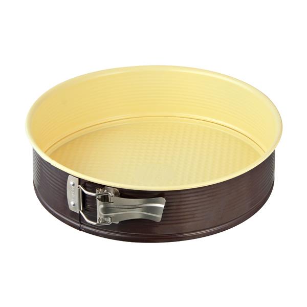 Форма для выпечки Zenker Choco-Vanila разъемная, диаметр 26 см7302Форма для выпечки Zenker Choco-Vanila выполнена из углеродистой стали с антипригарным покрытием Ilag Ilaflon. Форма имеет разъемный механизм, благодаря чему готовое блюдо очень легко вынимать из формы. Блюда не пригорают и не прилипают к стенкам. Такая форма значительно экономит время по сравнению с аналогичными формами для выпечки.С формой для выпечки Zenker Choco-Vanila готовить любимые блюда станет еще проще. Перед первым применением форму вымыть и смазать маслом. Максимальная температура нагрева 180°С. Не резать форму ножом. Характеристики: Материал: углеродистая сталь. Диаметр формы: 26 см. Высота стенки: 7 см. Цвет: ваниль, шоколад. Артикул: 7302.