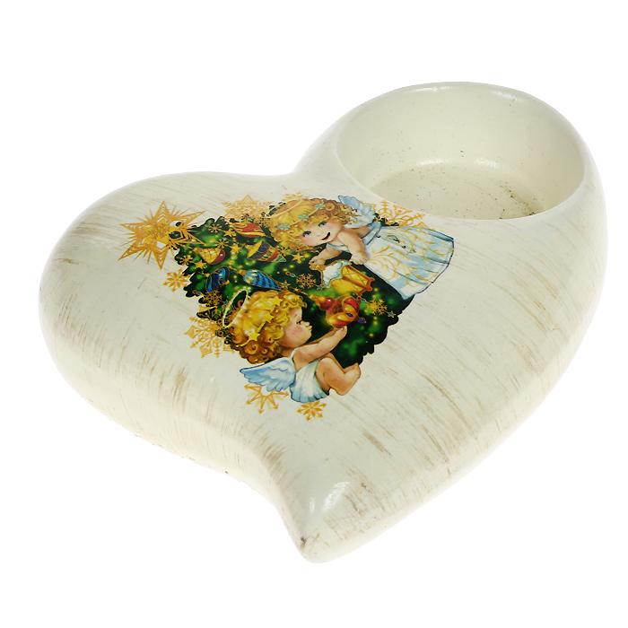 Декоративный подсвечник Сердце. 2610026100Декоративный подсвечник Сердце выполнен из керамики и оформлен изображением ангелочков, украшающих елку. Имеется отверстие для чайной свечи. Такой подсвечник станет прекрасным украшением интерьера и создаст новогоднее праздничное настроение. Характеристики: Материал: керамика. Размер подсвечника: 10,5 см х 10,5 см х 3 см. Диаметр отверстия для свечи: 4,5 см. Артикул: 26100.