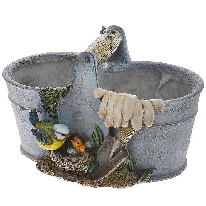 Декоративное кашпо Ведро с птичками. НА08123НА08123Кашпо для цветов Ведро с птичками представляет собой декоративную вазу, выполненную из полистоуна в виде ведра с фигуркой птицы у гнезда, лопаты и перчаток на бортике ведра. Ваза предназначена для установки внутрь цветочных горшков с растениями. В данное кашпо можно установить два горшка.Кашпо часто становятся последним штрихом, который совершенно изменяет интерьер помещения или ландшафтный дизайн сада. Благодаря такому кашпо вы сможете украсить вашу комнату, офис, сад и другие места. Характеристики: Материал: полистоун. Размер отверстий для горшка: 14,5 см х 13 см. Высота кашпо: 14 см. Размер упаковки: 35 см х 23 см х 22 см. Артикул:НА08123. Производитель:Китай.