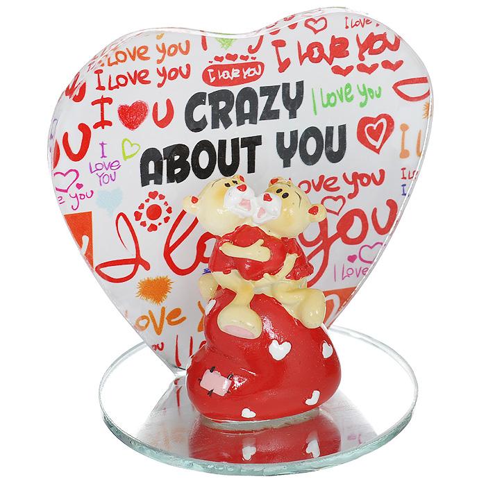 Фигурка декоративная Мишка-валентинка. 123436123436Декоративная фигурка Мишка-валентинка изготовлена из полистоуна в виде двух милых медвежат на сердечке. Фигурка расположена на подставке, нижняя часть которой - круглое зеркальце, а боковая - стекло, оформленное разноцветными надписями. Такая фигурка станет идеальным сувениром ко Дню Святого Валентина, она без лишних слов выразит все ваши чувства.Фигурка упакована в подарочную коробку, перевязанную красной атласной лентой. Характеристики: Материал: полистоун, стекло. Цвет: бежевый, красный. Общий размер фигурки (ДхШхВ): 7,5 см х 7 см х 8 см. Высота фигурки мишек: 5 см. Размер упаковки: 9 см х 9 см х 11 см. Артикул: 123436.