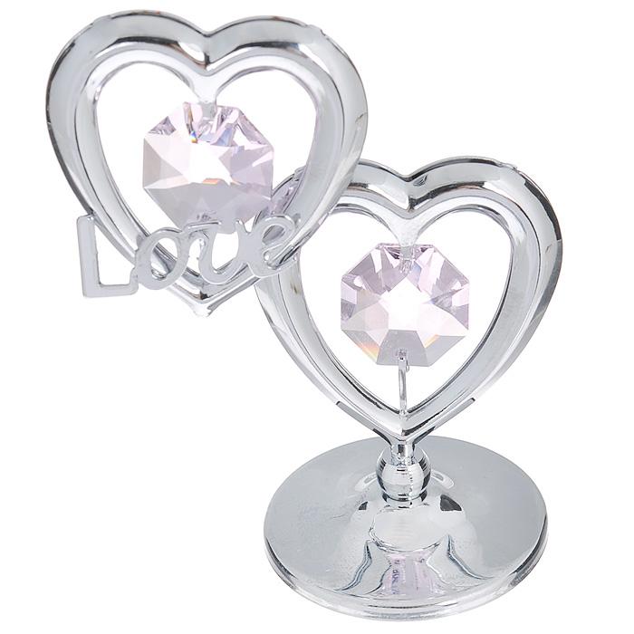 Фигурка декоративная Сердце, цвет: серебристый, розовый. 6745467454Притягательный блеск и невероятная утонченность декоративной фигурки Сердце великолепно дополнят интерьер и, несомненно, не останутся без внимания. Фигурка выполнена из металла с блестящим серебристым покрытием в виде двух сердечек на шаровидной подставке, украшена надписью Love и двумя крупными кристаллами Swarovski. Декоративная фигурка Сердце послужит прекрасным подарком ценителю изысканных и элегантных вещиц. Характеристики:Материал: металл, кристаллы Swarovski. Размер фигурки: 4,5 см х 0,5 см х 7,5 см. Цвет: серебристый, розовый. Артикул: 67454.