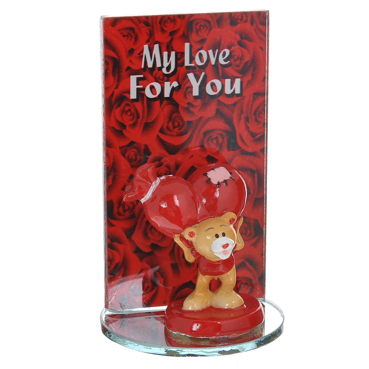 Фигурка декоративная Мишка-валентинка. 123433123433Декоративная фигурка Мишка-валентинка изготовлена из полистоуна в виде милого медвежонка с сердечком. Фигурка расположена на подставке, нижняя часть которой - круглое зеркальце, а боковая - прямоугольное стекло, оформленное изображением роз и надписью My love for you. Такая фигурка станет идеальным сувениром ко Дню Святого Валентина, она без лишних слов выразит все ваши чувства. Фигурка упакована в подарочную коробку, перевязанную красной атласной лентой. Характеристики: Материал: полистоун, стекло. Цвет: бежевый, красный. Общий размер фигурки (ДхШхВ): 5,5 см х 5,5 см х 9 см. Высота фигурки мишки: 5 см. Размер упаковки: 7,5 см х 7,5 см х 10 см. Артикул: 123433.