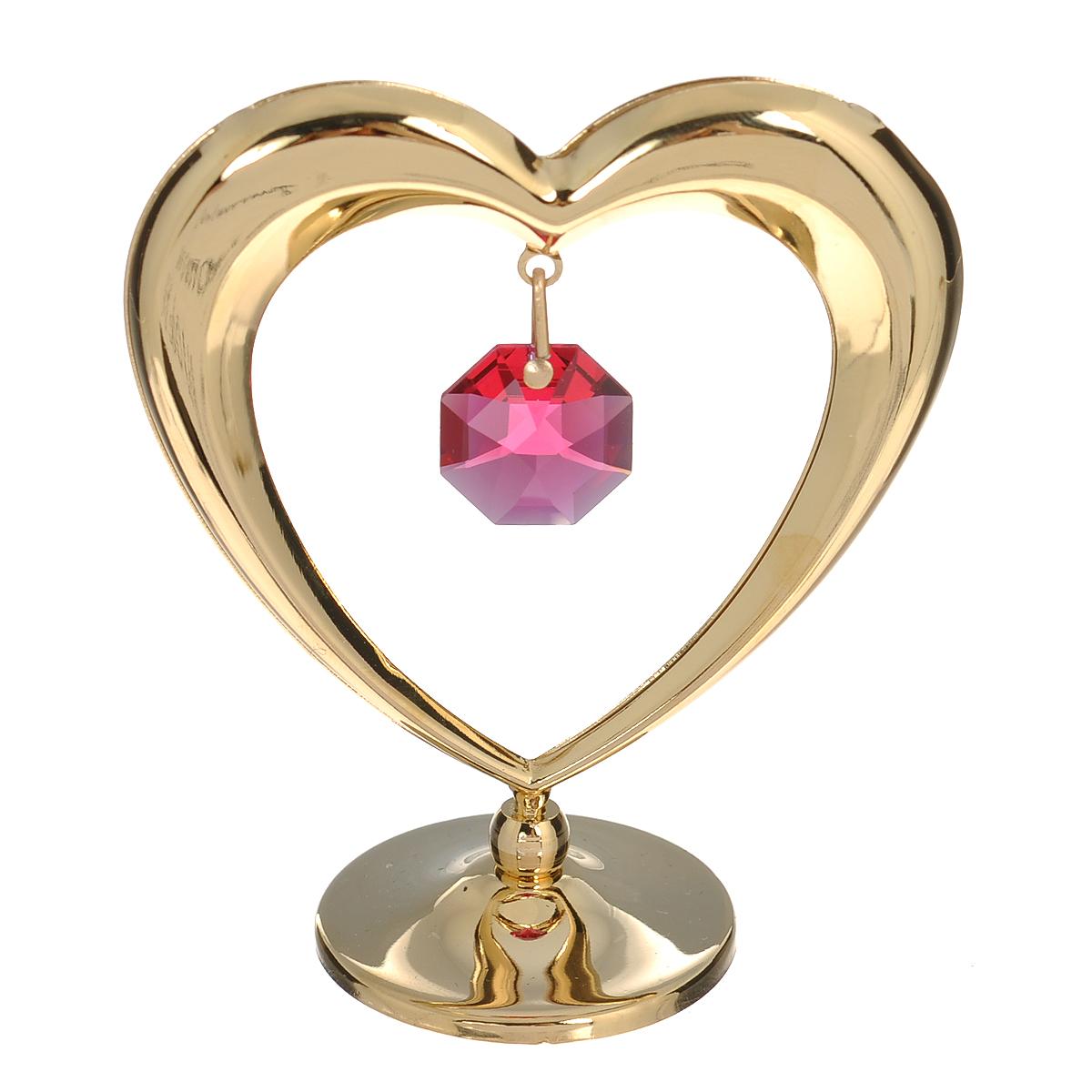 Фигурка декоративная Сердце, цвет: золотистый, красный. 6753467534Притягательный блеск и невероятная утонченность декоративной фигурки Сердце великолепно дополнят интерьер и, несомненно, не останутся без внимания. Фигурка выполнена из металла в виде сердечка с блестящим золотистым покрытием на шаровидной подставке и украшена кристаллом Swarovski. Декоративная фигурка Сердце послужит прекрасным подарком ценителю изысканных и элегантных вещиц. Характеристики:Материал: металл, кристаллы Swarovski. Размер фигурки: 6 см х 0,5 см х 7 см. Цвет: золотистый, красный. Артикул: 67534.