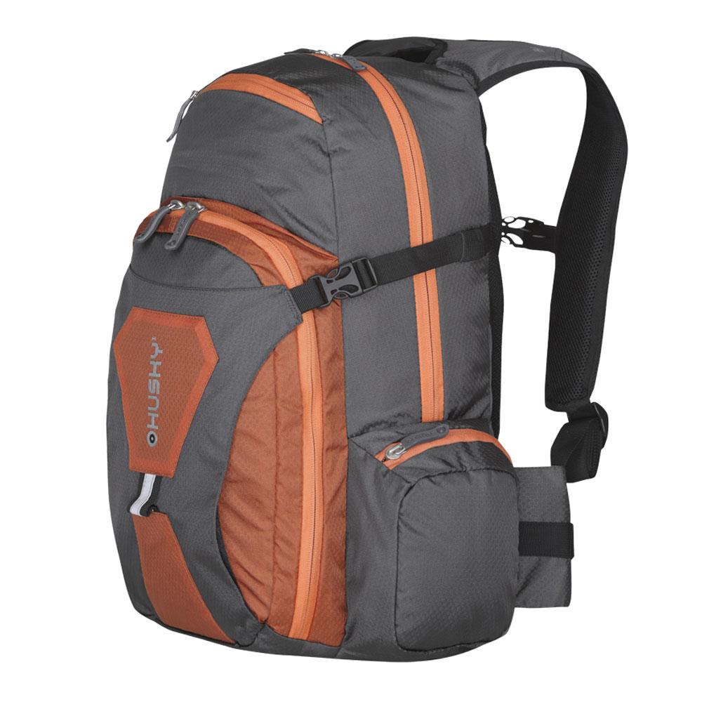 Рюкзак городской Husky Sharp 13L, цвет: оранжевыйУТ-000052374Рюкзак Husky Sharp 13L предназначен для прогулок и велоспорта. Он позволит вам взять с собой все необходимое. Рюкзак выполнен из прочного нейлона.Особенности:- одно отделение;- фронтальный карман;- вентиляция спины;- органайзер;- накидка от дождя;- светоотражающие элементы. Характеристики: Материал: 420D nylon Dobby Ripstop W/P. Объем рюкзака: 13 л. Размер: 45 см х 25 см х 11 см. Вес: 650 г. Цвет: оранжевый. Размер упаковки: 48 см х 30 см х 11 см. Артикул: УТ-000052374.