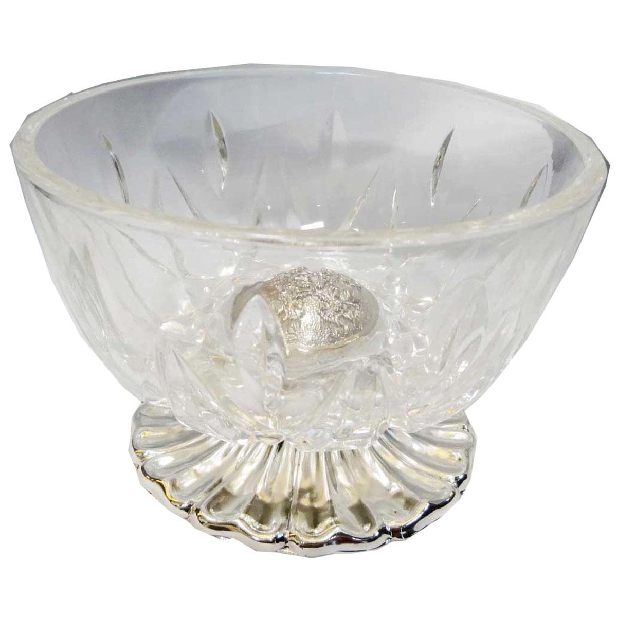 Ваза универсальная Marquis, высота 8,5 см7001-MRУниверсальная ваза Marquis выполнена из прочного стекла с рельефным узором и стали с серебряно-никелевым покрытием. Стальная подставка обеспечивает устойчивость вазы.Посуда может использоваться как конфетница, салатник, для подачи порционных блюд.Выполненная под старину, такая ваза придется по вкусу и ценителям классики, и тем, кто предпочитает утонченность и изысканность.Сервировка праздничного стола вазой Marquis станет великолепным украшением любого торжества. Характеристики:Материал: сталь, серебряно-никелевое покрытие, стекло. Размер вазы (Д х Ш х В): 12 см х 12 см х 8,5 см. Размер упаковки: 9 см x 14 см x 14 см. Артикул: 7001-MR.