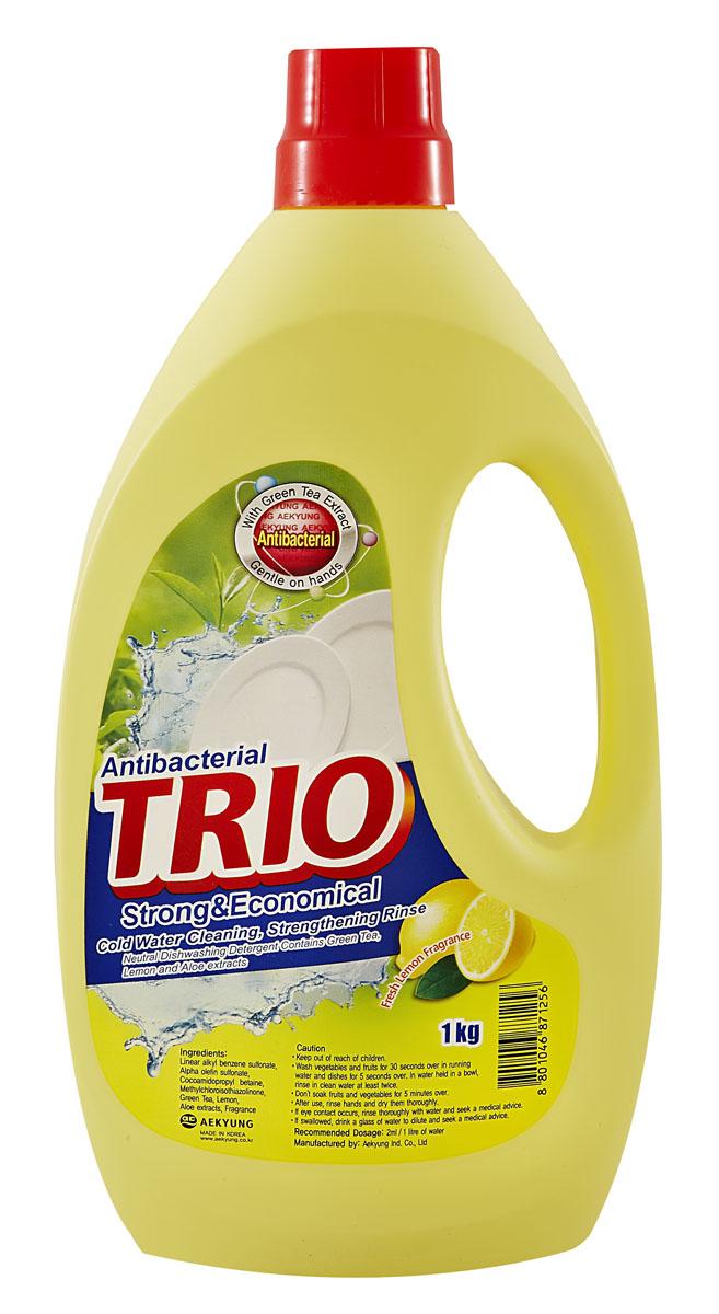 Средство для мытья посуды Trio Антибактериальное, 1 л871256Средство для мытья посуды Trio Антибактериальное имеет следующие особенности:- нейтральное средство для мытья посуды; - безопасно для кожи рук, содержит экстракт зеленого чая, лимона и алоэ; - подходит для мытья посуды, овощей и фруктов; - легко и эффективно очищает; - обладает запахом свежего лимона. Товар сертифицирован.