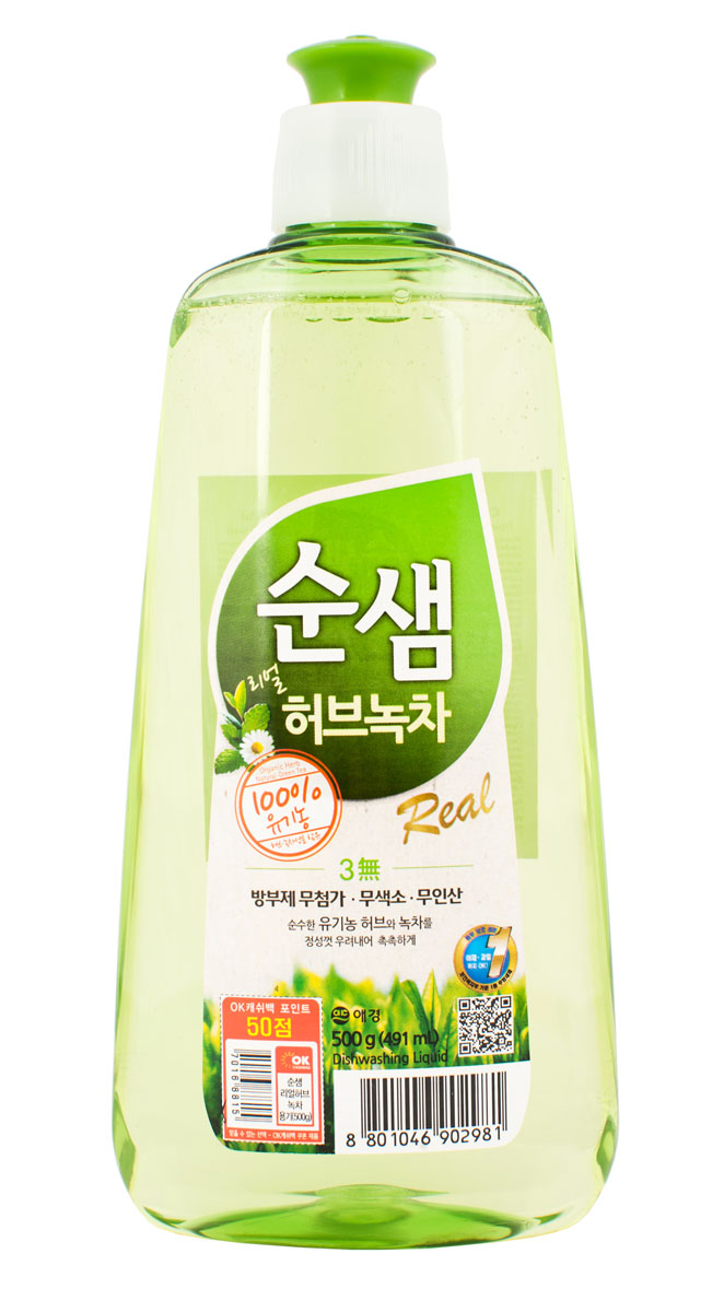 Средство для мытья посуды Soonsaem Зеленый чай, 500 мл902981Моющее средство Soonsaem Зеленый чай обладает очищающим эффектом благодаря содержанию природных очищающих компонентов. Благодаря системе «Эко-Мульти ПАВ» с сапонинами зеленого чая, средство превосходно справляется со всеми загрязнениями, в том числе с застывшим жиром. Зеленый чай и тщательно подобранные травы защищают кожу рук, воздействуют на нее успокаивающе, удаляют жир с посуды, а молочко бамбука увлажняет кожу после мытья посуды. Благодаря специальной системе (отсутствие в составе антисептического средства, отсутствие красящего вещества и фосфорной кислоты) средство безопасно для человека и окружающей среды. Моющее средство можно использовать для мытья овощей и фруктов, что является несомненным достоинством.Товар сертифицирован.