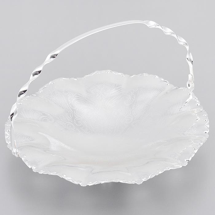 Ваза для сервировки Queen Anne, с ручкой, диаметр 23 см. Ан 0/6373Ан 0/6373Великолепная ваза Queen Anne выполнена из стали с серебрением и украшена изящной гравировкой. Изделие оснащено подвижной ручкой для удобной переноски и тремя круглыми ножками. Такая ваза придется по вкусу и ценителям классики, и тем, кто предпочитает утонченность и изысканность. Ваза Queen Anne украсит ваш стол и подчеркнет прекрасный вкус хозяина, а также станет отличным подарком.Изделие покрыто устойчивым от потускнения лаком. Изредка мойте в мыльной воде. Не применять средства для чистки серебра - это уничтожит лаковое покрытие. Характеристики:Материал: сталь. Диаметр вазы: 23 см. Высота стенок вазы: 4 см. Высота вазы с учетом ручки: 15,5 см. Размер упаковки: 23 см х 24 см х 6,5 см. Изготовитель: Великобритания. Артикул: Ан 0/6373.