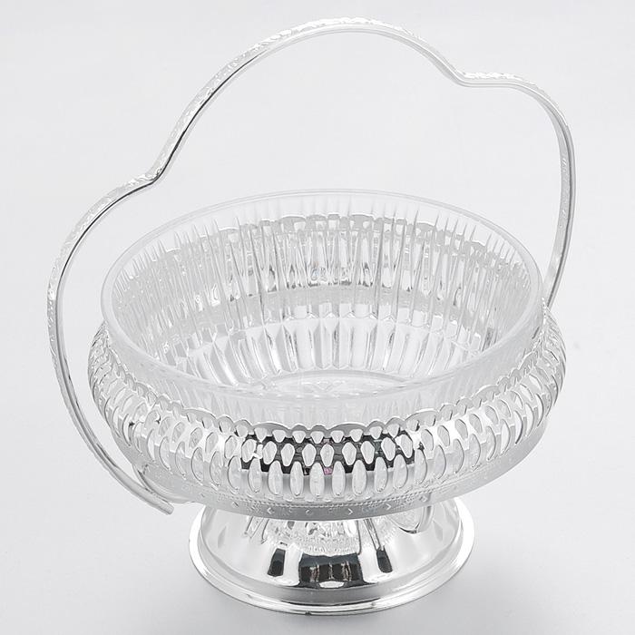 Ваза для сервировки Queen Anne, диаметр 12,5 смАн 0/6348NSВеликолепная ваза Queen Anne выполнена из стекла и установлена на подставку из стали с серебрением. Подставка оформлена декоративной перфорацией и оснащена фигурной ручкой. Такая ваза придется по вкусу и ценителям классики, и тем, кто предпочитает утонченность и изысканность. Ваза Queen Anne украсит ваш стол и подчеркнет прекрасный вкус хозяина, а также станет отличным подарком.Изделие покрыто устойчивым от потускнения лаком. Изредка мойте в мыльной воде. Не применять средства для чистки серебра - это уничтожит лаковое покрытие. Характеристики:Материал: стекло, сталь. Диаметр вазы: 12,5 см. Высота вазы: 7,5 см. Высота вазы с учетом ручки: 15 см. Размер упаковки: 12,5 см х 12,5 см х 16 см. Изготовитель: Великобритания. Артикул: Ан 0/6348NS.