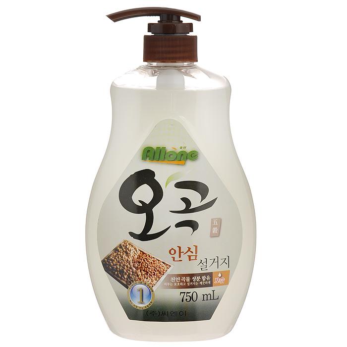 Средство для мытья посуды, овощей и фруктов C&E Allone. Пять злаков, 750 мл43625Средство C&E Allone. Пять злаков прекрасно подходит для мытья посуды, овощей и фруктов. Средство содержит натуральные компоненты злаков, оказывающие увлажняющее действие. Экономично в использовании. За счет большого количества пены моющее средство идеально справляется с жирными веществами и прекрасно смывается с любой поверхности полностью и без остатка. Безопасно для кожи рук, не сушит и не раздражает кожу рук. Не оставляет запах на овощах и фруктах. Входящие в состав растительные экстракты могут в некоторых случаях привести к изменению цвета моющего средства и выпадению осадка - это не свидетельствует о проблемах, связанных с качеством товара. Экономично в использовании. Характеристики: Объем: 750 мл. Артикул: 43625. Товар сертифицирован.