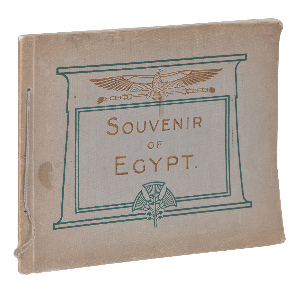 Souvenir of Egypt10012291Лондон, 1920 год. Tillotson Press. Издательский переплет. Сохранена оригинальная обложка. Сохранность хорошая.Album Souvenir of Egypt contains 70 illustrations of Lower and Upper Egypt. Including all the principal views of places of interest on the Nile.Издание не подлежит вывозу за пределы Российской Федерации.