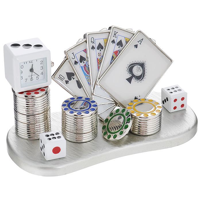 Часы настольные Казино, цвет: серебристый. 2240122401Оригинальный дизайн настольных часов Казино разработан с учетом современных тенденций оформления интерьеров. Выполненные из металлического сплава в виде набора для игры в покер, эти часы, несомненно, будут привлекать к себе внимание. Часы с кварцевым механизмом работают плавно и бесшумно и требуют лишь примерно раз в год замены батарейки. На циферблате имеются часовая, минутная и секундная стрелки.Такие часы легко впишутся в любой интерьер и станут великолепным подарком! Характеристики:Материал: металл (сплав цинка), стекло.Цвет: серебристый.Размер часов (Д х В х Ш): 11 см х 5,5 см х 5 см.Размер циферблата: 1,5 см х 1,5 см. Размер упаковки: 12 см х 7,5 см х 8 см.Артикул: 22401.