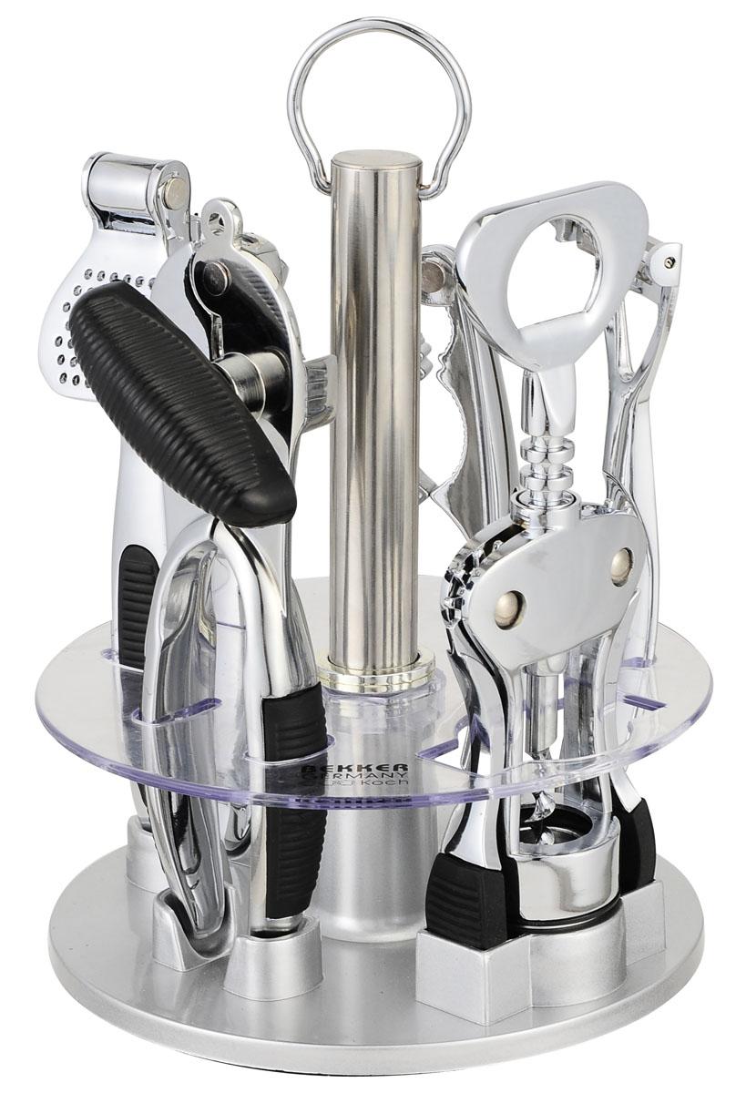 Набор открывалок Bekker, 6 предметовBK-452Удобный многофункциональный набор открывалок Bekker- консервный нож, картофелечистка,штопор, пресс для чеснока, щипцы для орехов, вращающаяся пластмассовая подставка - пригодится на любой кухне. Приборы изготовлены из пищевой нержавеющей стали и пластика. Характеристики:Материал: нержавеющая, пластик, резина. Длина штопора: 19,5 см. Длина консервного ножа: 18 см. Длина пресса для чеснока: 18 см. Длина щипцов для орехов: 16 см. Длина картофелечистки: 17 см. Размер подставки: 16 см х 16 см х 20 см. Размер упаковки: 17 см х 17 см х 22 см. Артикул: BK-452.