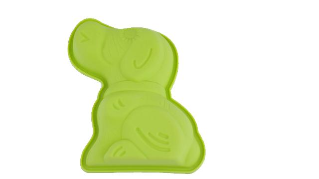 Форма для выпечки Bekker Собачка, цвет: салатовыйBK-9466Форма для выпечки Bekker Собачка изготовлена из цветного силикона - материала, который выдерживает температура от -50°С до +250°С. Изделия из силикона очень удобны в использовании: пища в них не пригорает и не прилипает к стенкам, легко моется, приготовленное блюдо можно очень просто вытащить, просто перевернув форму, при этом внешний вид блюда не нарушится. Изделие обладает эластичными свойствами: складывается без изломов, восстанавливает свою первоначальную форму. Подходит для приготовления в микроволновой печи и духовом шкафу при нагревании до +250°С; для замораживания до -50°С и чистки в посудомоечной машине. Рекомендации по использованию: - не помещайте форму непосредственно на источник тепла (открытый огонь, гриль), - не используйте нож для резки продуктов в форме, - не используйте CRISP функцию при приготовлении в микроволновой печи, - не используйте для чистки абразивные средства, скребки и щетки. Характеристики:Материал: силикон. Размер формы (ДхШхВ): 13,5 см х 16 см х 3 см. Размер упаковки: 26 см х 15 см х 3 см. Производитель: Германия. Изготовитель: Китай. Артикул: BK-9466.