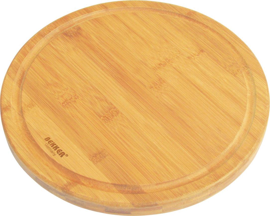 Доска разделочная Bekker, бамбуковая, диаметр 30 см. BK-9716BK-9716Круглая разделочная доска Bekker изготовлена из высококачественной древесины бамбука, обладающей антибактериальными свойствами. Бамбук - инновационный материал, идеально подходящий для разделочных досок. Доски из бамбука обладают высокой плотностью структуры древесины, а также устойчивы к механическим воздействиям. Вдоль края доска оснащена желобками для стока жидкости. Функциональная и простая в использовании, разделочная доска Bekker прекрасно впишется в интерьер любой кухни и прослужит вам долгие годы. Характеристики: Материал: бамбук. Диаметр доски: 30 см. Толщина: 2 см. Артикул: BK-9716.