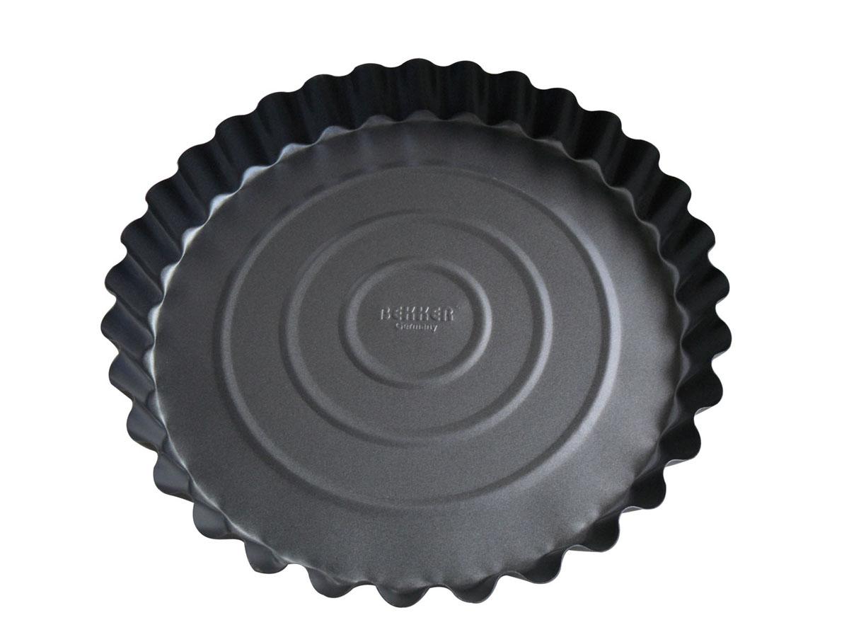 Форма для выпечки Bekker с антипригарным покрытием, цвет: серый, диаметр 27,7 см. BK-3957 (24)93-150Круглая форма для выпечки Bekker изготовлена из углеродистой стали серого цвета с антипригарным покрытием Goldflon, благодаря чему пища не пригорает и прилипает к стенкам посуды. Кроме того, готовить можно с добавлением минимального количества масла и жиров. Антипригарное покрытие также обеспечивает легкость мытья. Стенки рельефные, что придает выпечке особую аппетитную форму. Подходит для использования в духовом шкафу. Не подходит для СВЧ-печей. Рекомендуется ручная чистка. Используйте только деревянные и пластиковые лопатки. Характеристики:Материал: углеродистая сталь. Цвет: серый. Диаметр формы: 27,7 см. Высота стенки: 3,5 см. Толщина стенки: 0,4 мм. Производитель: Германия. Изготовитель: Китай. Артикул: BK-3957 (24).
