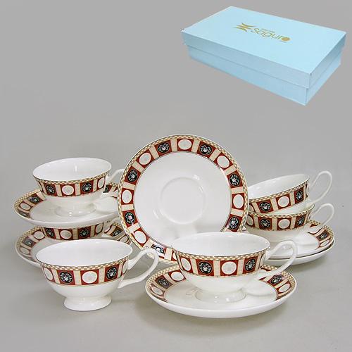 Набор чайный Флоренция, 12 предметов592-009Набор чайный Флоренция состоит из шести чашек и шести блюдец, изготовленных из высококачественного фарфора. Предметы набора оформлены золотистой каймой и рисунком. Изящный дизайн придется по вкусу и ценителям классики, и тем, кто предпочитает утонченность и изысканность. Он настроит на позитивный лад и подарит хорошее настроение с самого утра.Набор упакован в красочную подарочную коробку. Внутренняя часть коробки задрапирована белым атласом. Каждый предмет надежно зафиксирован внутри коробки благодаря специальным выемкам.Набор чайный - идеальный и необходимый подарок для вашего дома и для ваших друзей в праздники, юбилеи и торжества! Он также станет отличным корпоративным подарком и украшением любой кухни. Характеристики: Материал: фарфор. Диаметр блюдца: 16 см. Диаметр чашки по верхнему краю: 10,2 см. Высота чашки: 6 см. Объем чашки: 200 мл. Размер упаковки: 44 см х 21,5 см х 11 см. Артикул: 592-009.