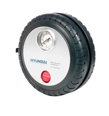 Компрессор HYUNDAI. HHY 20HHY 20Компрессор Hyundai предназначен для накачивания автомобильных, мотоциклетных и велосипедных шин, надувного спортинвентаря. Современный, удобный и простой в применении компрессор с расширенной комплектацией - игла для накачки мячей, насадки для надувных изделий, сумка для хранения. Работает от гнезда прикуривателя с напряжением 12 В.Особенности компрессора:Портативный компрессор в корпусеМощный электродвигательРазработан для подкачки шин Характеристики:Материал:пластик, металл. Размер компрессора:16 см x 16 см x 5 см. Напряжение: 12-14 V. Время накачивания колеса размером R15/195/60 до 2,3 АТМ: 5 мин. Рабочий ток: Время непрерывной работы: 15 мин. Размер упаковки: 16,5 см x 7,5 см x 17 см. Производитель: Китай.
