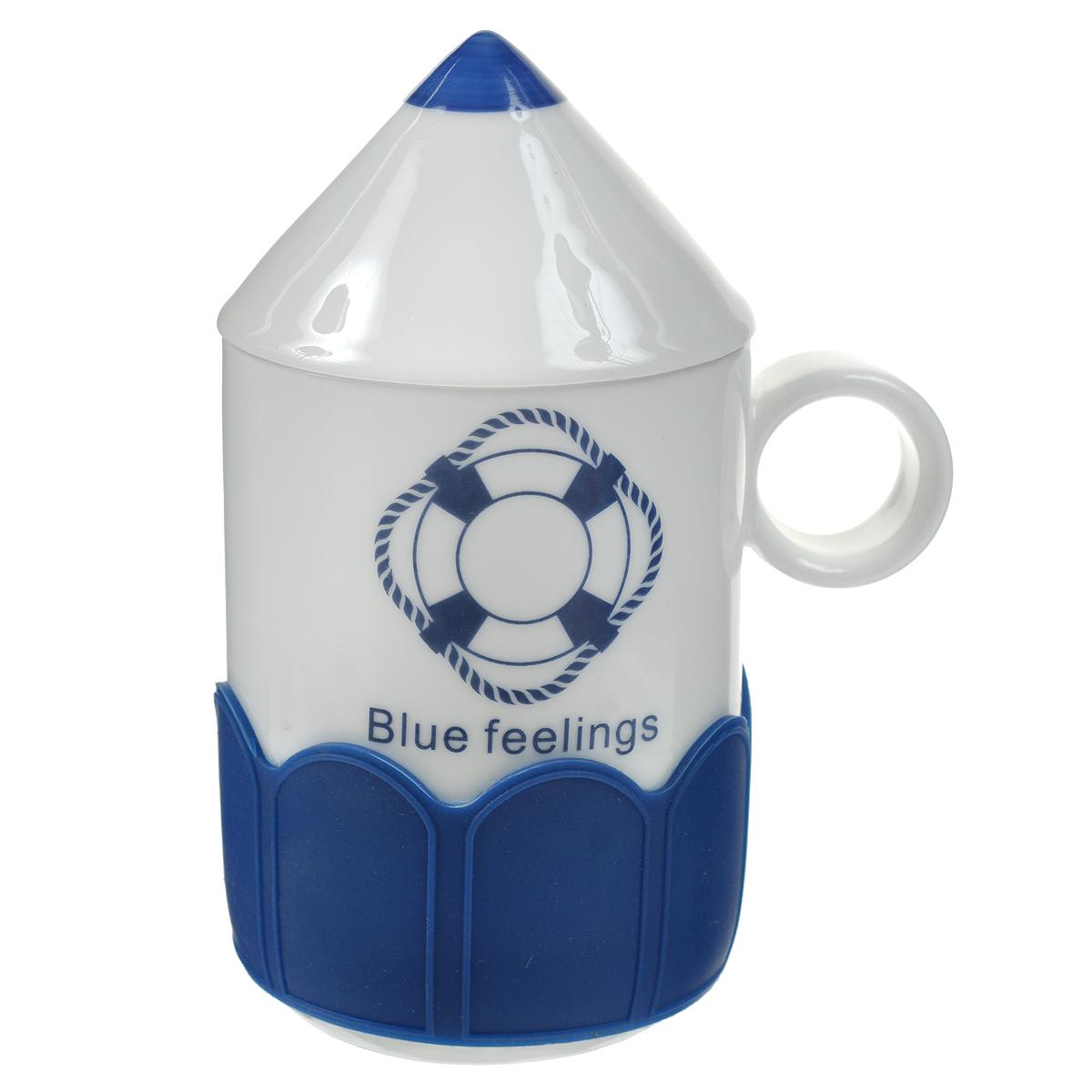 Кружка Карандаш. Спасательный круг, с крышкой, цвет: белый, синий. 003105003105Оригинальная кружка Карандаш, выполненная из керамики, станет отличным подарком для человека, ценящего забавные и практичные подарки. Кружка выполнена в виде карандаша. Оснащенная удобной керамической крышкой, кружка превосходно сохраняет температуру напитка, а силиконовый ободок добавит комфорта при чаепитии.Такой подарок станет не только приятным, но и практичным сувениром: кружка станет незаменимым атрибутом чаепития, а оригинальный дизайн вызовет улыбку. Характеристики:Материал:керамика, силикон. Высота кружки (без учета крышки):10 см. Диаметр по верхнему краю:7 см. Размер упаковки:10,5 см х 8 см х 12 см. Артикул: 003105.