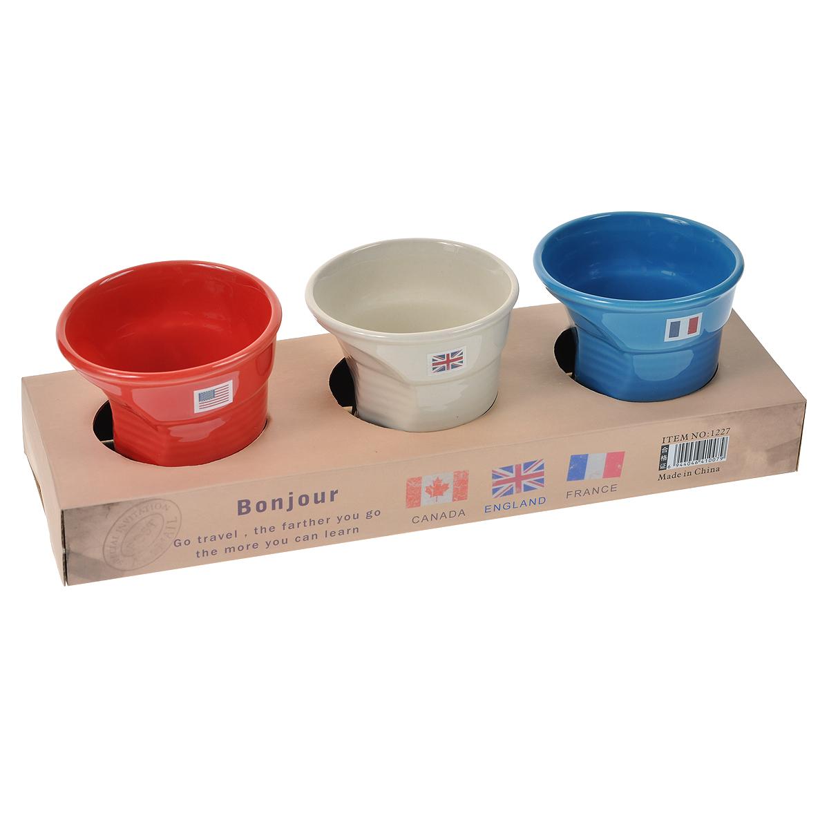 Набор из 3 мятых стаканов Карамба, цвет: белый, красный, синий. 003403003403Оригинальный набор из 3 гнутых стаканов белого, красного и синего цветов выполнена из керамики. Такая кружка станет не только приятным, но и практичным сувениром. Характеристики: Материал:керамика. Комплектация: 3 шт. Высота кружки:7,5 см. Диаметр по верхнему краю: 7 см. Размер упаковки:26,5 см х 9 см х 7,5 см. Артикул: 003403.
