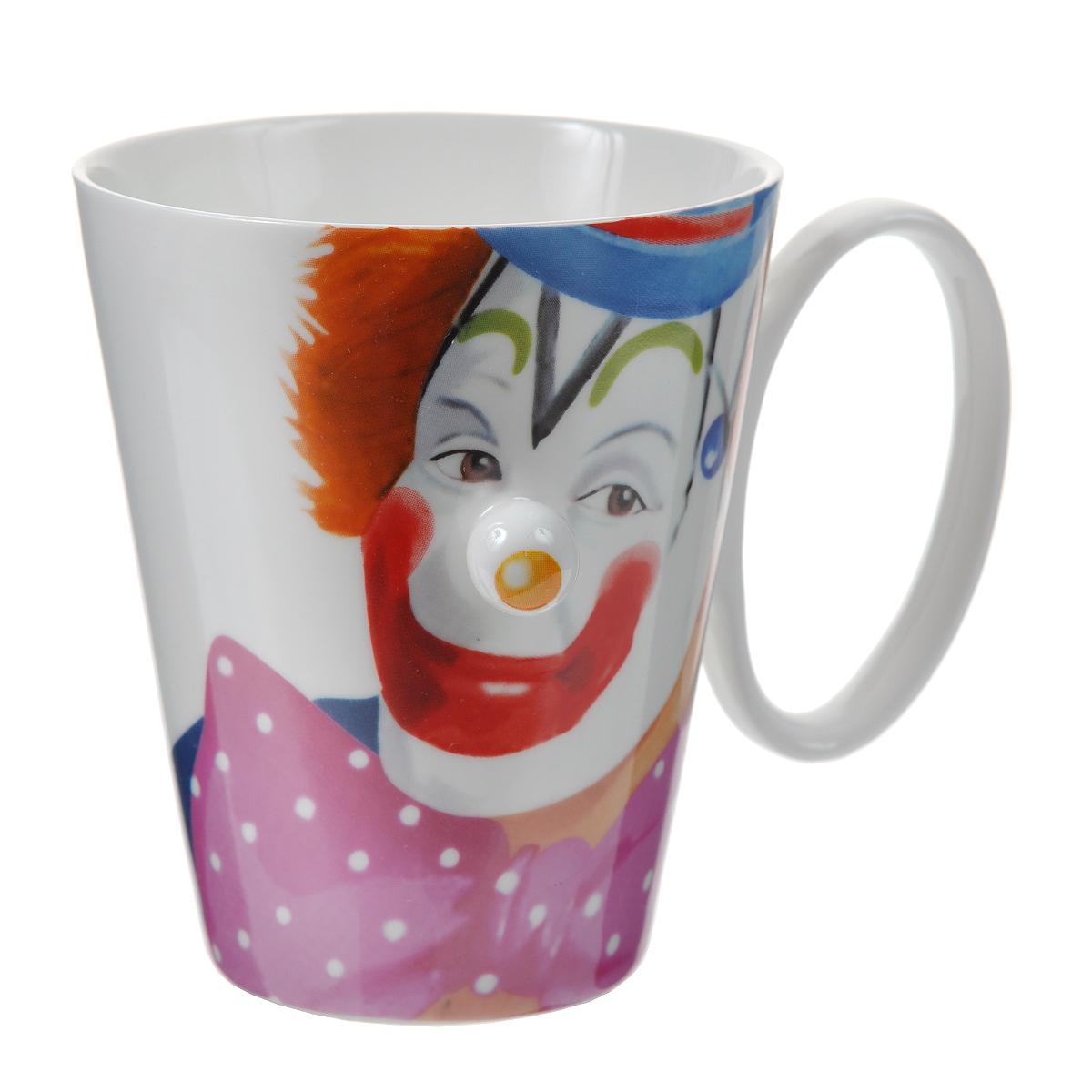"""Оригинальная кружка """"Клоун"""" выполнена из керамики и оформлена забавным изображением клоуна с выступающим желтым носом. Такая кружка станет не только приятным, но и практичным сувениром. Характеристики:  Материал:  керамика. Высота кружки:  10 см. Диаметр по верхнему краю: 8,5 см. Размер упаковки:  11,5 см х 9,5 см х 11 см. Артикул: 002716."""