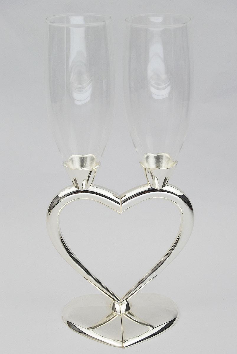 Набор бокалов Marquis Сердце, 2 шт. 1098-MR1098-MRНабор Marquis Сердце состоит из двух бокалов на высоких ножках. Бокалы выполнены из стекла. Изящные ножки изготовлены из стали с серебряно-никелевым покрытием в виде половинок сердца. Бокалы идеально подойдут для шампанского и вина. Набор станет прекрасным дополнением романтического вечера. Изысканные изделия необычного оформления понравятся и ценителям классики, и тем, кто предпочитает утонченность и изысканность. Характеристики:Материал: сталь с серебряно-никелевым покрытием, стекло. Комплектация: 2 шт. Диаметр бокала (по верхнему краю): 5 см. Высота бокала: 26 см. Размер основания: 9 см х 5 см. Размер упаковки: 20,5 см x 29 см x 9,5 см. Артикул: 1098-MR.