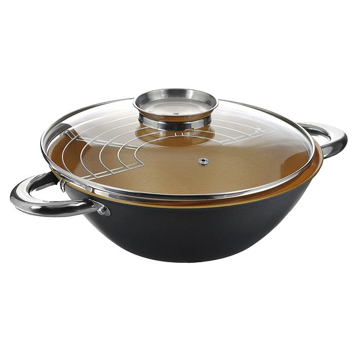 Казан чугунный Mayer & Boch с крышкой, с решеткой-барбекю, цвет: черный, золотистый, 5,6 л21408Казан Mayer & Boch, изготовленный из чугуна, идеально подходит для приготовления вкусных тушеных блюд. Он имеет внешнее черное и внутреннее золотистое керамическое покрытие. Чугун является традиционным высокопрочным, экологически чистым материалом. Причем, чем дольше и чаще вы пользуетесь этой посудой, тем лучше становятся ее свойства. Высокая теплоемкость чугуна позволяет ему сильно нагреваться и медленно остывать, а это в свою очередь обеспечивает равномерное приготовление пищи. Чугун не вступает в какие-либо химические реакции с пищей в процессе приготовления и хранения, а плотное покрытие - безупречное препятствие для бактерий и запахов. Пища, приготовленная в чугунной посуде, благодаря экологической чистоте материала не может нанести вред здоровью человека. Казан оснащен двумя удобными ручками из нержавеющей стали. Крышка изготовлена из жаропрочного стекла и оснащена отверстием для выпуска пара и металлическим ободом. Такая крышка позволяет следить за процессом приготовления пищи без потери тепла. Она плотно прилегает к краю казана, сохраняя аромат блюд. В комплекте - решетка-барбекю.Подходит для использования на газовых, электрических, стеклокерамических, галогенных, индукционных плитах. Не предназначен для СВЧ-печей. Можно мыть в посудомоечной машине, а также использовать в духовом шкафу. Подходит для хранения пищи в холодильнике. Характеристики: Материал: чугун, керамика, стекло, нержавеющая сталь. Цвет: черный, золотистый. Объем: 5,6 л. Внутренний диаметр: 32 см. Высота стенки: 11 см. Толщина стенки: 0,28 см. Толщина дна: 0,4 см. Диаметр дна: 17 см. Размер решетки-барбекю: 33,5 см х 15 см. Размер упаковки: 33,5 см х 13,5 см х 33,5 см. Артикул: 21408.