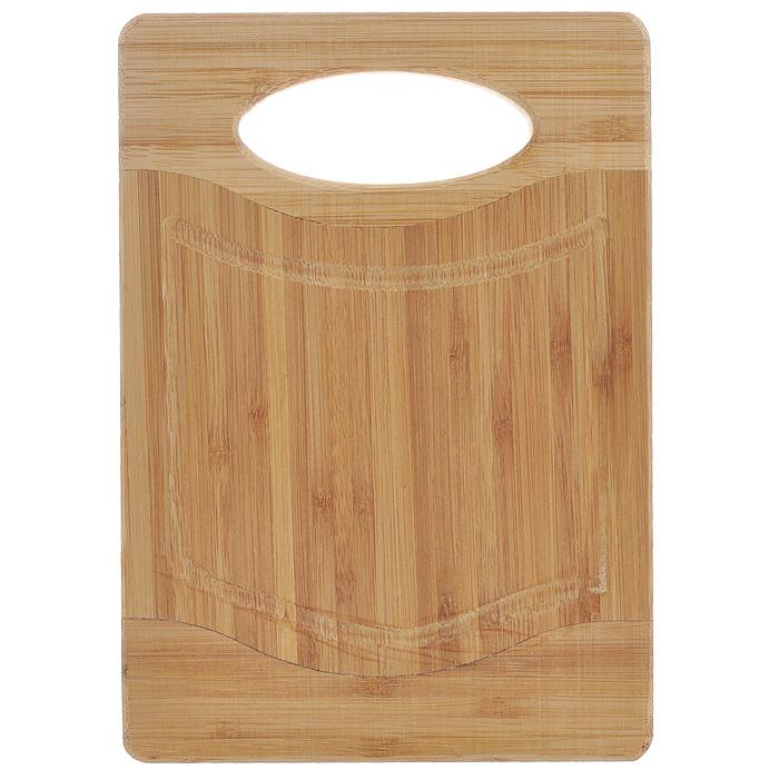 Доска разделочная Hans & Gretchen Flutto, 20 х 14 смFB-BПрямоугольная разделочная доска Hans & Gretchen Flutto выполнена из натурального бамбука. Доска оснащена удобной ручкой и канавкой для стекания сока. Бамбук обладает природными антибактериальными свойствами. Доски отличаются долговечностью, большой прочностью и высокой плотностью, легко моются, не впитывают запахи и обладают водоотталкивающими свойствами, при длительном использовании не деформируются. Разделочная доска Hans & Gretchen Flutto прекрасно подойдет для приготовления и сервировки пищи.Рекомендации по уходу: - очищать сразу после использования; - просушивать после мытья; - не использовать при высокой температуре. Характеристики: Материал: бамбук. Размер разделочной доски: 20 см х 14 см х 1,5 см. Артикул: FB-B.