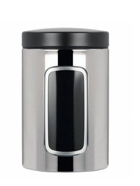 Контейнер для сыпучих продуктов Brabantia, цвет: стальной полированный, 1,4 л. 132803132803Практичное решение для хранения сыпучих продуктов, позволяющее дольше сохранять их свежесть. Не пропускает запах и сохраняет свежесть – защелкивающаяся крышка. Всегда видно содержимое – окошко из антистатических материалов. Легко чистится – контейнер имеет гладкую внутреннюю поверхность. Изготовлен из коррозионностойкой крашеной или лакированной стали с защитным цинк-алюминиевым покрытием. Основание с защитным покрытием. Покрытие с защитой от отпечатков пальцев (FPP).