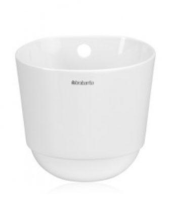 Чашка кухонная Brabantia, большая, цвет: белый. 460265460265Система настенных держателей (рейлингов) обеспечивает широкую вариативность упорядоченного размещения кухонных принадлежностей, позволяя создавать свой индивидуальный стиль. Изделие имеет стильный дизайн и одинаково хорошо впишется и в современный, и в классический интерьер. Легко моется – можно мыть в посудомоечной машине. Свежая зелень и кухонные принадлежности всегда под рукой – стакан легко снимается для использования на столе. 5 лет гарантии Brabantia.