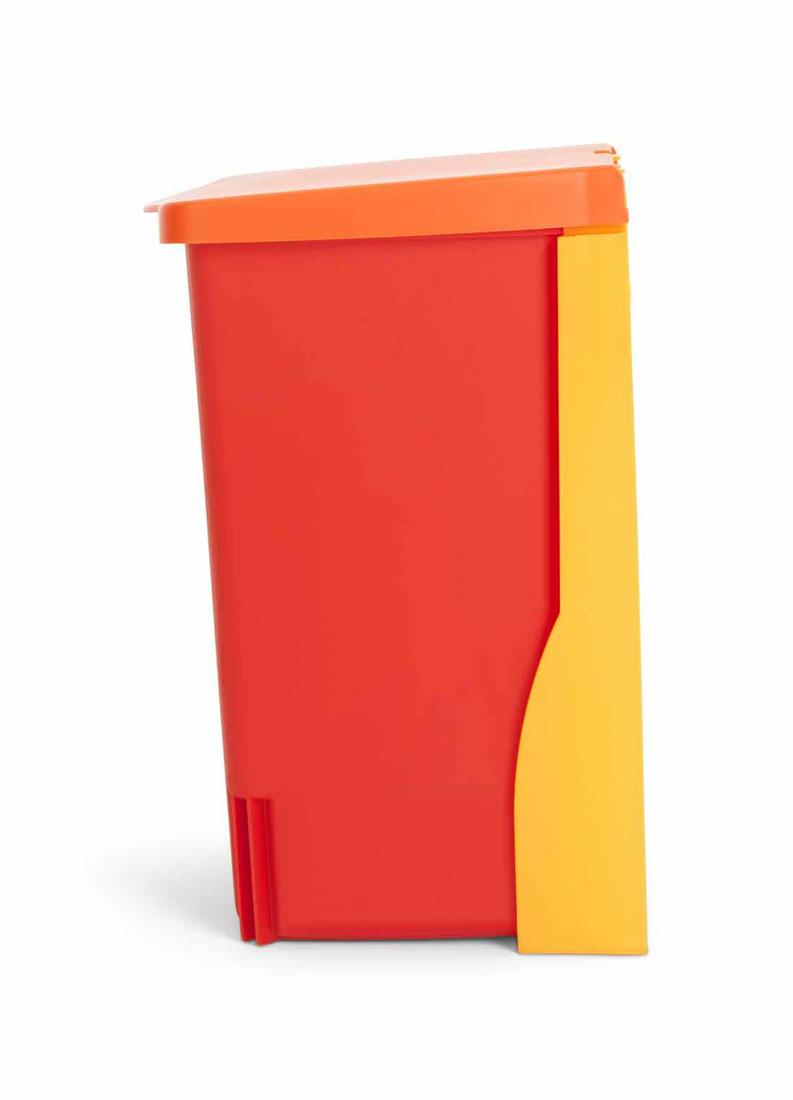Ведро для мусора Brabantia, встраиваемое, цвет: красный, 10 л482267Бак идеально подходит для использования в помещениях с повышенной влажностью (ванная комната, кухня и т.д.). Изготовлен из высококачественного пластика. Оптимальное сочетание цена-качество. Удобная очистка и использование – ведро легко устанавливается на кронштейн и снимается с него. Всегда опрятный вид – идеально подходящие по размеру мешки для мусора PerfectFit (размер С).