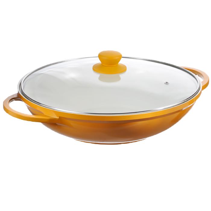 Казан Mayer & Boch с крышкой, цвет: желтый. Диаметр 32 см. 2221022210 желтыйКазан Mayer & Boch, изготовленный из керамики, идеально подходит для приготовления вкусных тушеных блюд. Он имеет внешнее желтое и внутреннее кремовое эмалевое покрытие. Сковорода с керамическим покрытием предназначена для здорового и экологичного приготовления пищи. Гладкая и высококачественная поверхность легко чистится: ее можно мыть в воде руками или вытирать полотенцем. Казан оснащен двумя удобными ручками из нержавеющей стали. Крышка изготовлена из жаропрочного стекла и оснащена отверстием для выпуска пара и металлическим ободом. Такая крышка позволяет следить за процессом приготовления пищи без потери тепла. Она плотно прилегает к краю казана, сохраняя аромат блюд. Казан можно использовать на всех типах плит, включая индукционные. Можно мыть в посудомоечной машине и хранить в холодильнике. Наслаждайтесь приготовлением пищи в вашей керамической сковороде. Характеристики: Материал: керамика, эмаль, силикон, стекло, нержавеющая сталь. Объем: 3 л. Внутренний диаметр: 32 см. Высота стенки: 8 см. Толщина стенки: 0,25 см. Толщина дна: 0,5 см. Ширина казана с учетом ручек: 41,5 см. Размер упаковки: 37 см х 35 см х 10 см. Артикул: 22210 желтый.
