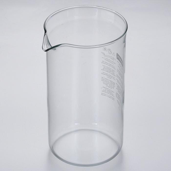 Колба для кофейников Bodum, 1 л1508-10Колба для кофейников Bodum изготовлена из прозрачного боросиликатного стекла. Выдерживает высокие температуры, подходит для посудомоечных машин и не мутнеет при многократном мытье. Характеристики:Материал: боросиликатное стекло. Объем колбы: 1 л. Высота колбы: 18 см. Диаметр колбы по верхнему краю (без учета носика): 10 см. Размер упаковки: 10,5 см х 10,5 см х 19 см. Артикул: 1508-10.