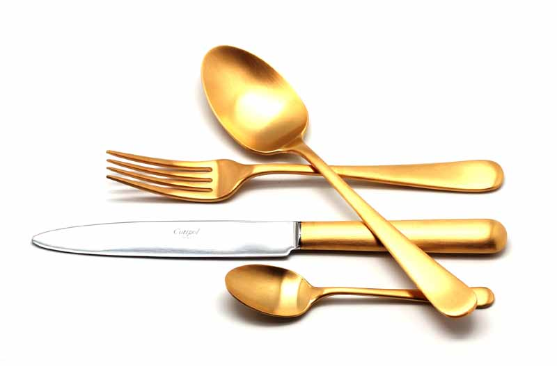 Набор столовых приборов Cutipol Atlantico Gold, цвет: золотой, матовый, 24 предмета. 92029202Набор столовых приборов Atlantico Gold от компании Cutipol. Набор выполнен из сплава нержавеющей стали 18% хрома и 10% никеля с покрытием из золота 24 карата 0.7 микрон. Позолоченные приборы подчеркнут ваш стиль и аристократический вкус. Толщина приборов - 3.5 мм. Можно мыть в посудомоечной машине. В набор входит:-ложки столовые - 6 шт;-вилки столовые - 6 шт;-ножи столовые - 6 шт;-ложки чайные - 6 шт.